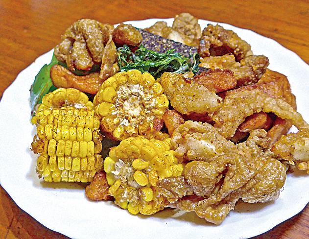 在台灣街上或各大夜市幾乎隨處可見的鹹酥雞。