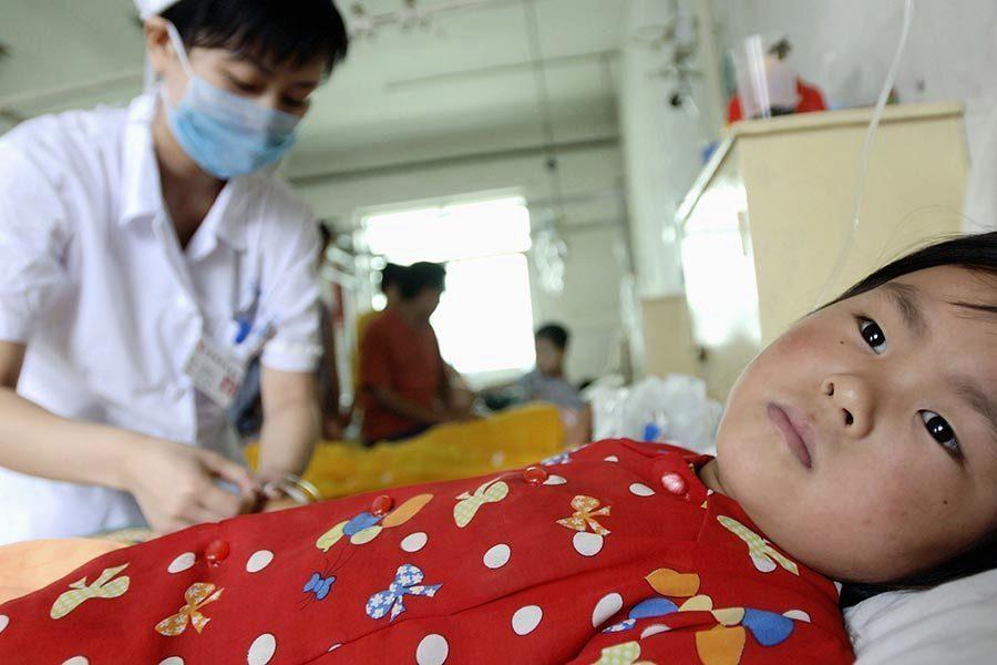 香港「回歸」20周年 毒疫苗受害家長赴港遭阻