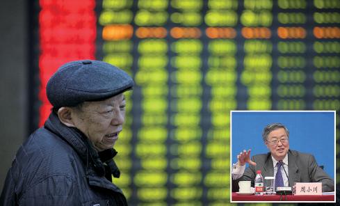 日前,媒體關於人行行長周小川(右圖)「鼓勵儲蓄進股市」的報道,引發外界多種解讀。3月21日晚間,央行官方微博發佈新聞稱,這是媒體的曲解或誤讀。圖為中國股市2016 年新年首日暴跌的情況。 (大紀元合成圖)