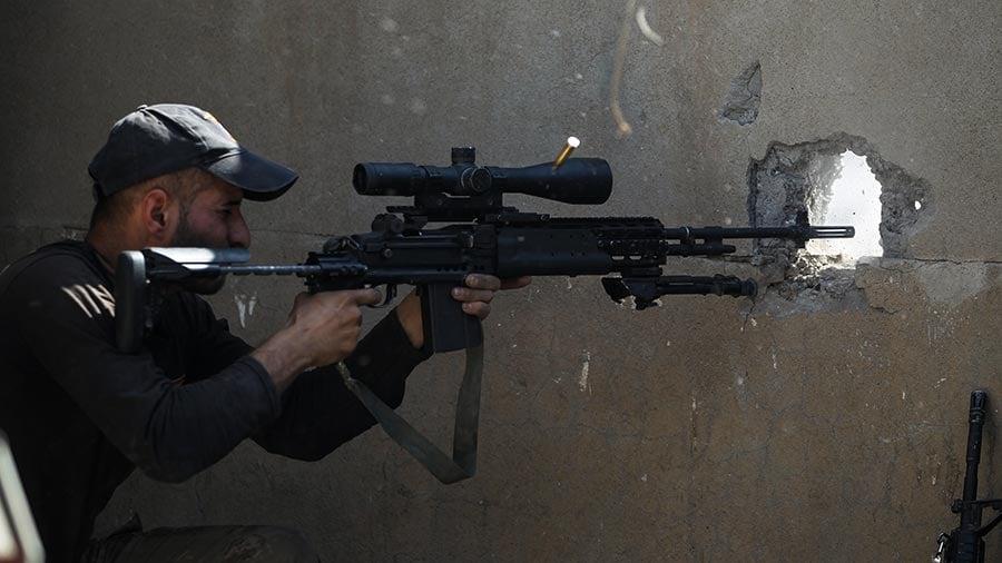伊拉克反恐部隊(Counter Terrorism Service,簡稱CTS)周四在「雷電行動」中奪取了努里大清真寺。(AHMAD AL-RUBAYE/AFP/Getty Images)
