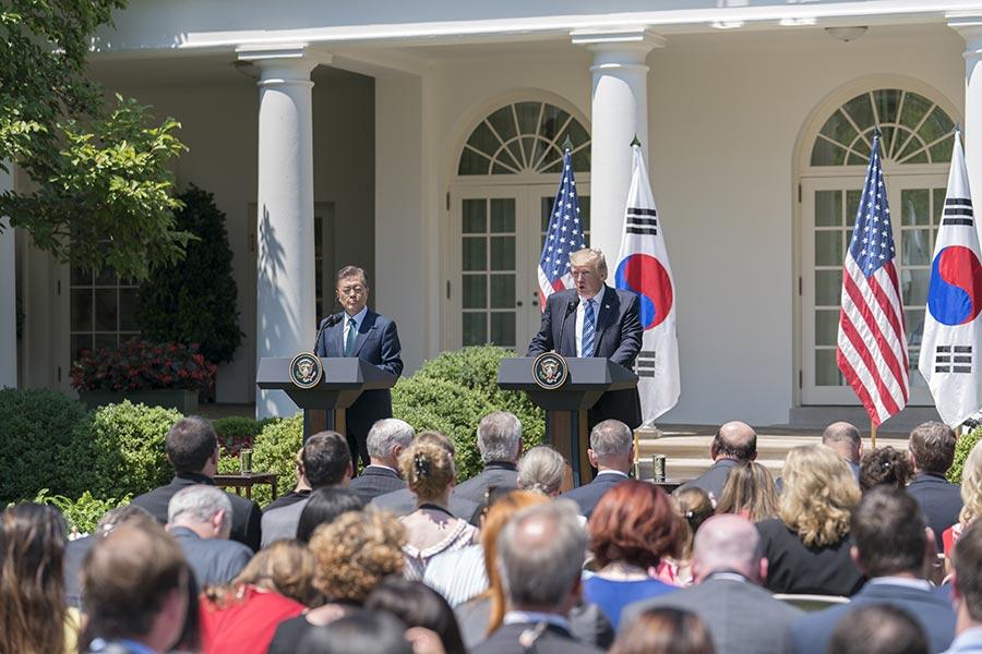 6月30日,美國總統特朗普與南韓總統文在寅在白宮發表聯合聲明。(石青雲/大紀元)