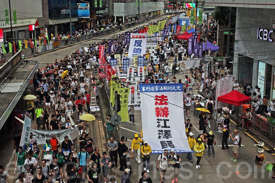 香港七一大遊行法輪功引人矚目 市民稱讚