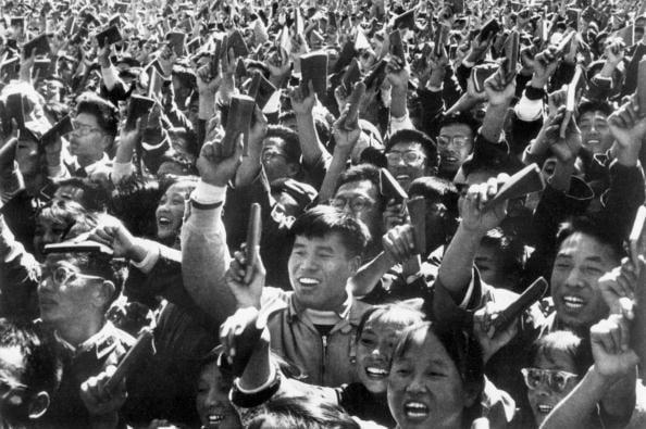 紅衛兵運動是當年文革的特殊社會產物,他們激情和盲目的投入加劇了文革的破壞性。很多參與那場運動的人士現在都表示對他們當年的狂熱不堪回首。 (AFP/Getty Images)