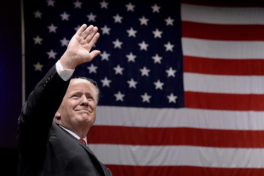 美國總統特朗普7月1日晚來到甘迺迪藝術中心,出席「自由集會」並演講,慶祝即將到來的美國獨立日。(Olivier Douliery-Pool via Getty Images)