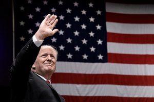 特朗普自由集會演講:就像巴頓 美國人崇拜神