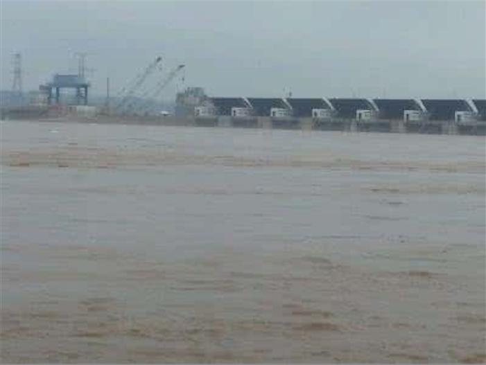 受持續強降雨影響,今年長江第一號洪水正在中下游形成。(網絡圖片)
