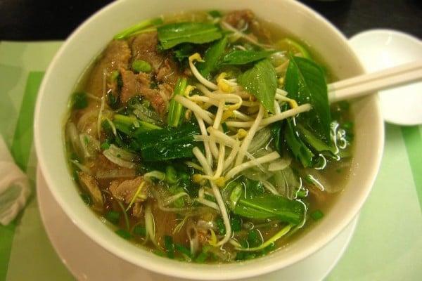 美國《時代》雜誌票選全球10大最健康的早餐,馬來西亞國寶級食物椰漿飯擁有高營養與超級美味,和日本小菜米飯、越南河粉一起入選。圖為越南西貢式河粉。(Wiki commons)
