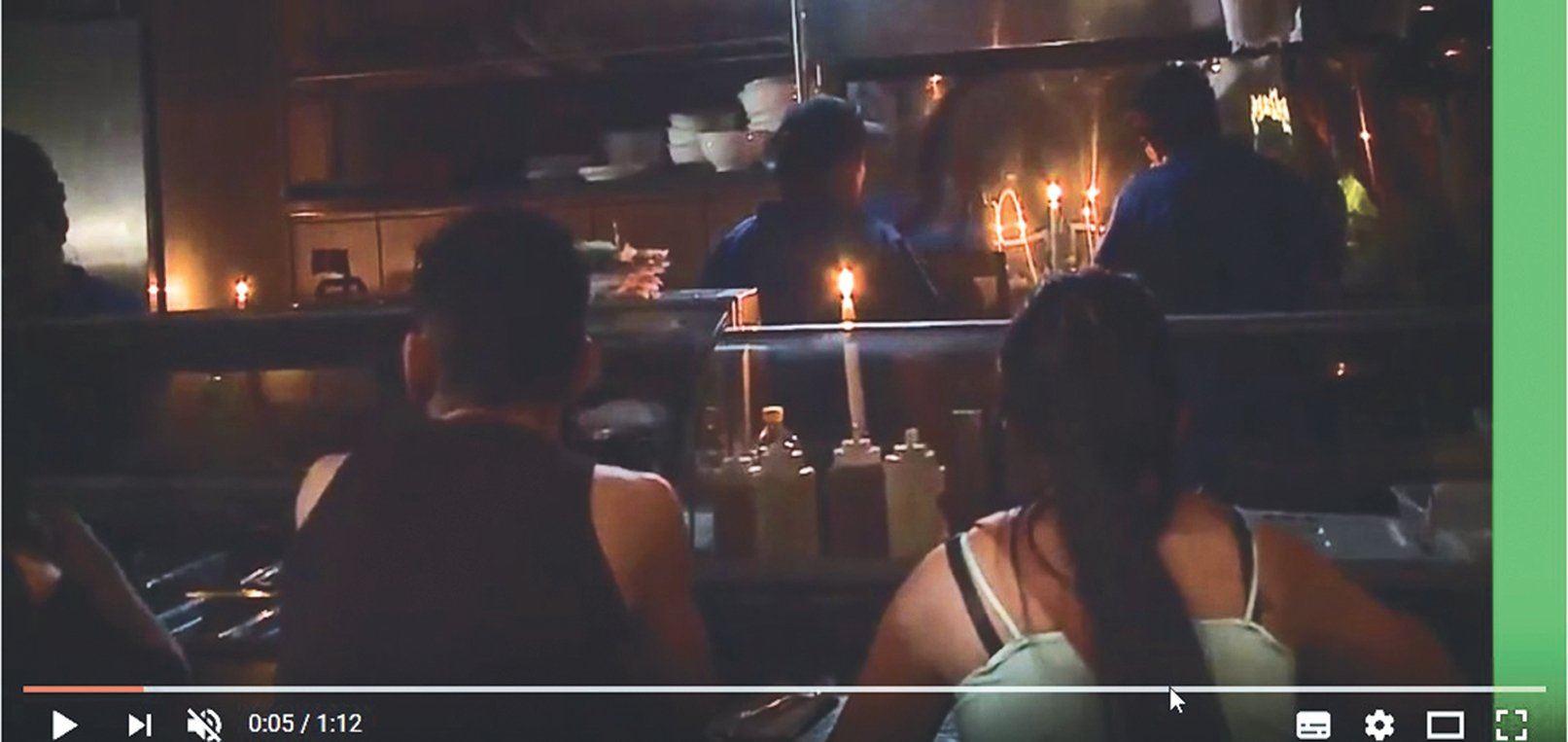 中美洲多國遇上大停電,餐館裏只能用燭光當照明。(影片擷取)