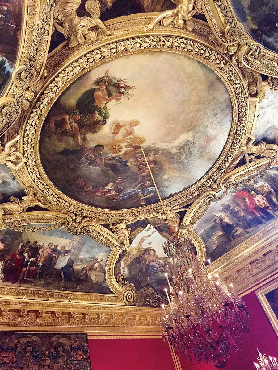 凡爾賽宮阿波羅廳的穹頂壁畫。(網絡圖片)