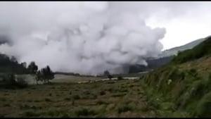 印尼火山突噴發 救援直升機撞山八人全遇難