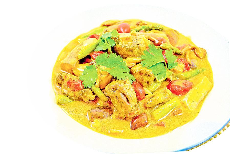 【梁廚美食】咖哩醬茄子燉牛尾