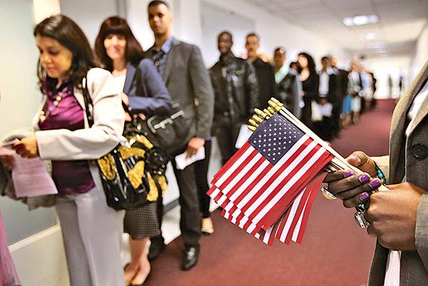 美國移民局表示,共產黨員以及擁共者,均不能移民美國。(Getty Images)