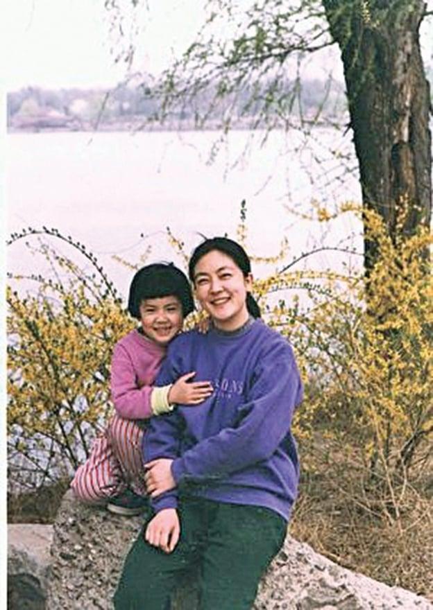 作者與女兒的合照。(曾錚提供)