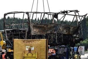 德國旅遊巴高速公路著火 18人遇難