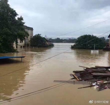 柳州街道被洪水侵淹。(網絡圖片)