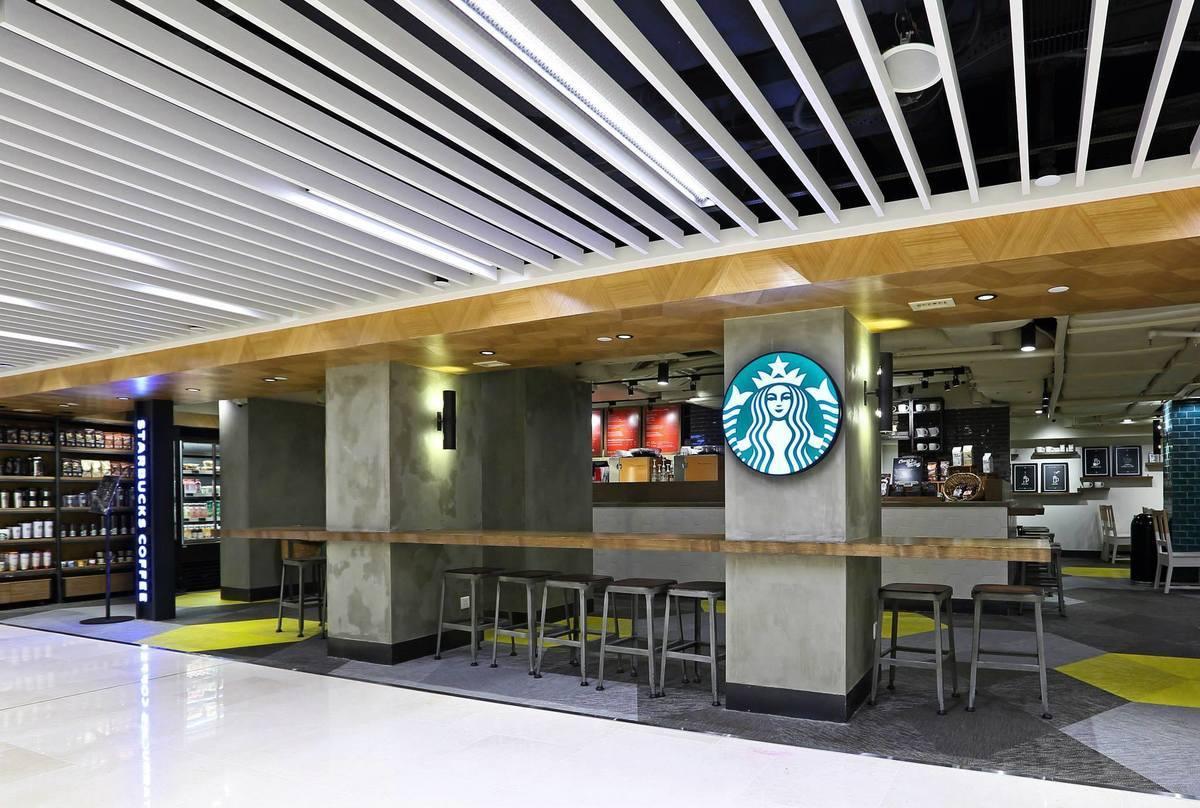 圖為位於銅鑼灣百德新街名店坊一樓的Starbucks咖啡店。(facebook.com/StarbucksHongKong/)