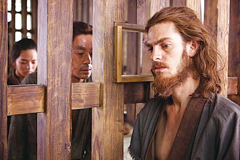 羅德里格斯神父為了其他信徒可以免受痛苦而被迫放棄信仰。但是暴力最終改變不了人心。(網絡圖片)