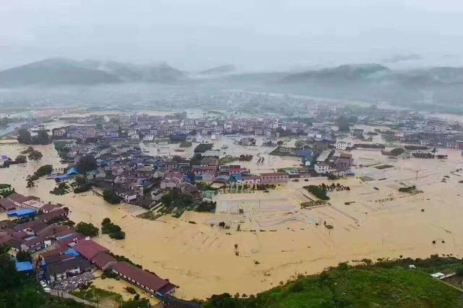 目前,大陸11省61市遭遇特大水災。(網絡圖片)