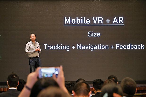 數字王國董事會主席周永明表示,電訊商將是AR、VR普及的最重要推動者。(余鋼/大紀元)