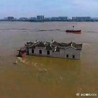 湖北七百年觀音閣屹立洪水中不倒