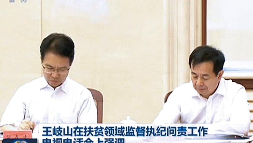 中紀委第十紀檢監察室主任張春生(左)與監察部副部長陳小江並排而坐,疑已升任監察部副部長。(影片截圖)