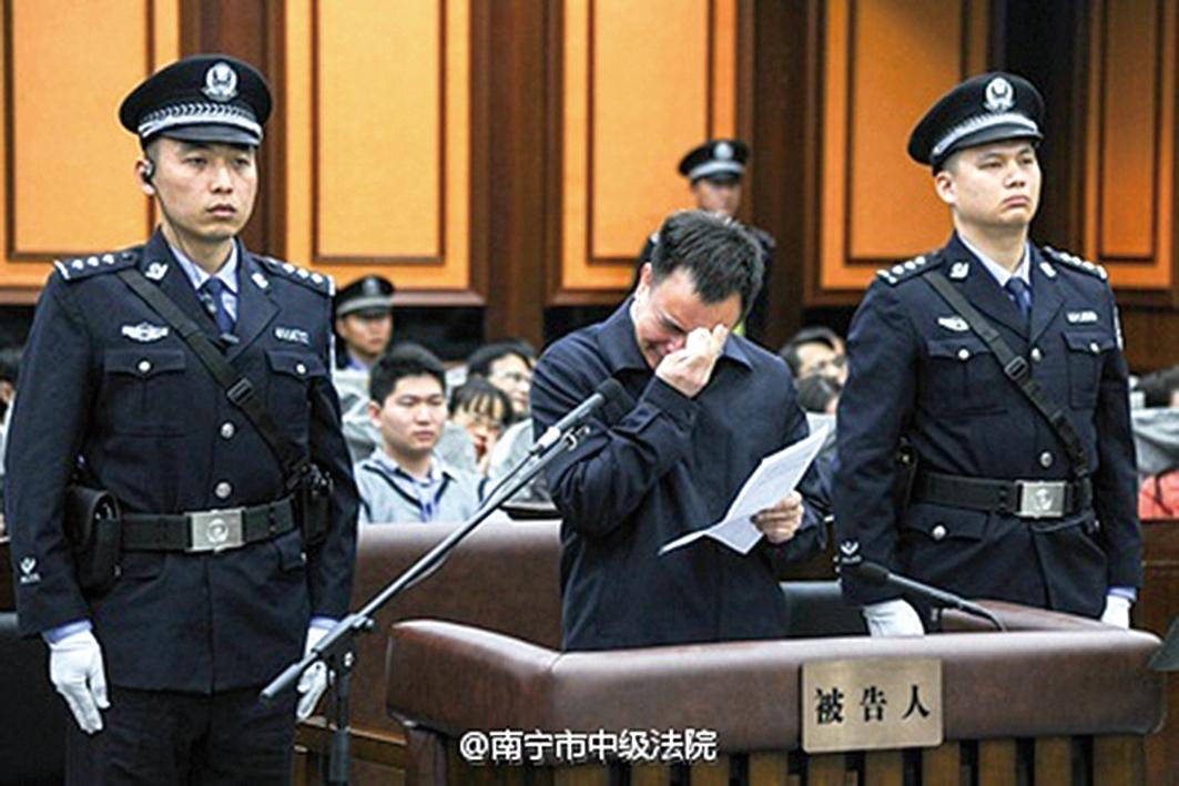 原中共廣州市委書記萬慶良在庭審現場。(網絡圖片)