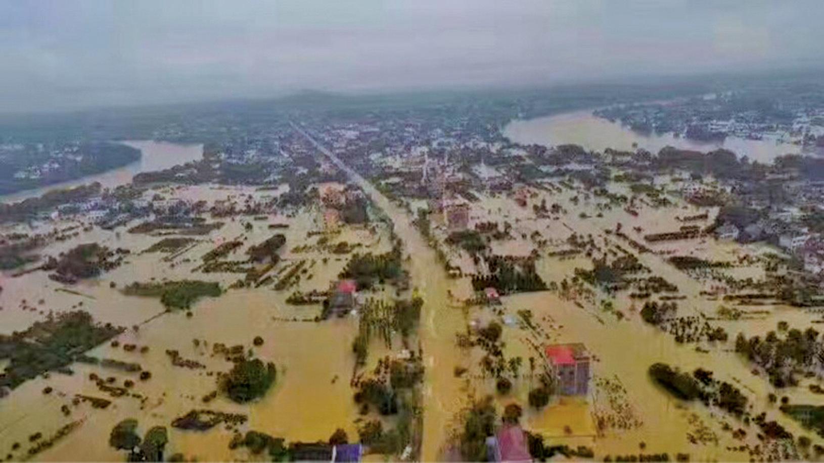 湖南長沙寧鄉有市民表示,由於政府沒有提前通知洩洪,幾乎每一家都損失慘重。「全城失聯,還不知道裏面怎麼樣。」「這不是天災,主要是人禍。」(網絡圖片)