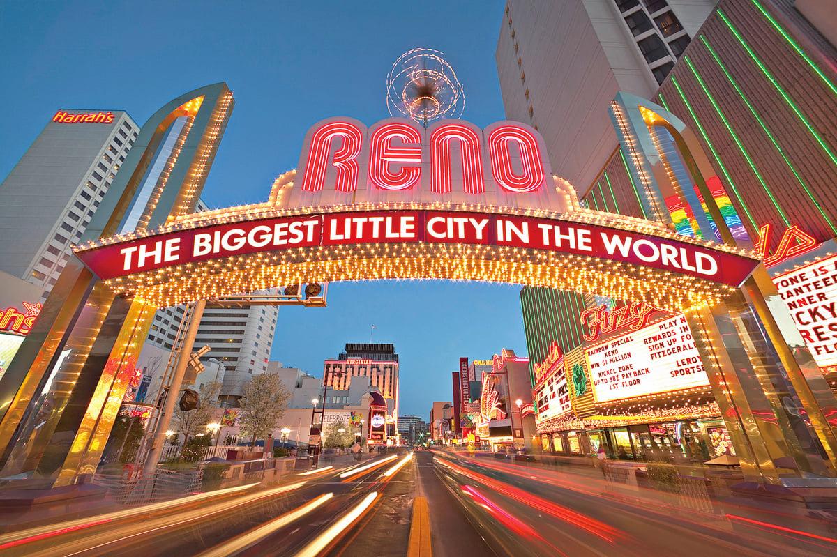 雷諾市最著名的地標——雷諾拱門,上標有城市口號「雷諾,世界最大的小城」。(網絡圖片)