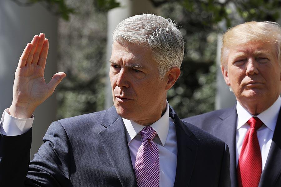 美國最高法院的最新成員戈薩奇(Neil Gorsuch)在加入三個月之後,已經對高院產生了影響,在一個又一個的案件中有效恢復了保守傾向。(Chip Somodevilla/Getty Images)