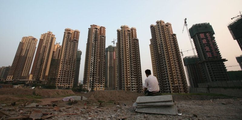 今年以來,大陸50座熱點城市的賣地收入已經超過了2.6萬億元人民幣,顯示土地財政依舊是地方當局依賴的收入來源。圖為重慶一個在建樓盤。(China Photos/Getty Images)