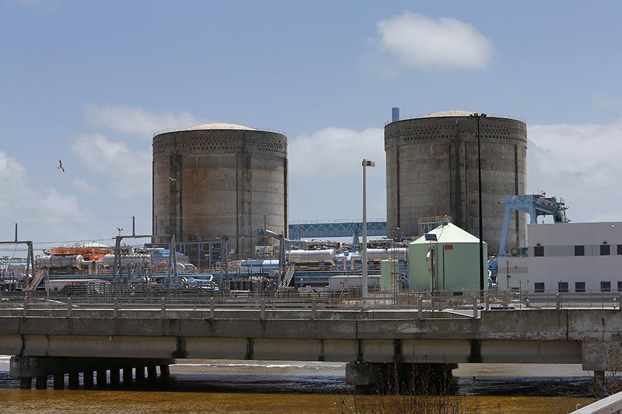 美國國土安全部及聯邦調查局於2017年6月28日完成一份國安緊急聯合報告,指出美國及其他國家核電廠自5月以來遭到「先進且持續的威脅」黑客攻擊。本圖為佛羅里達州的核能發電廠。(RHONA WISE/AFP/Getty Images)