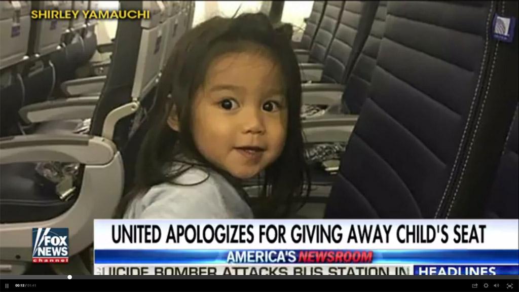 聯合航空近日又傳出超賣機位事件。儘管一名夏威夷亞裔母親為她的2歲多兒子買了近1000美元的機票,但聯航將該機票賣給了一名候補乘客。(視像擷圖)