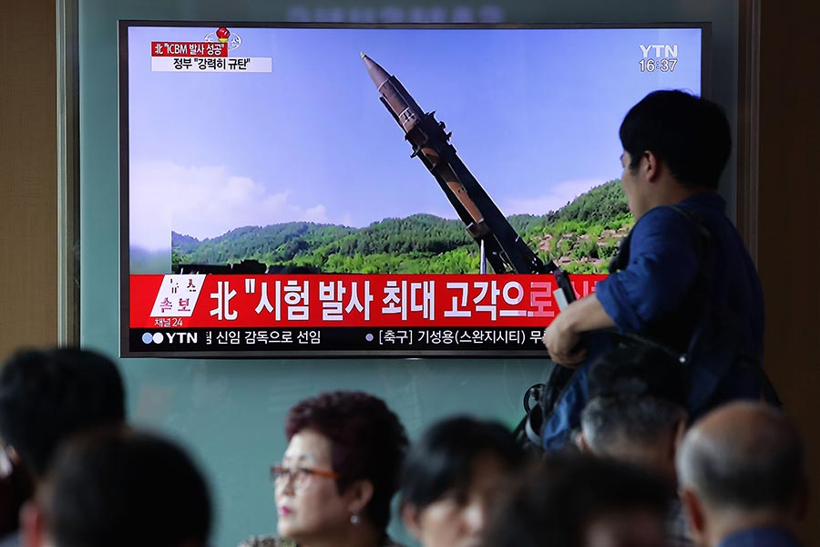 北韓在7月4日試射了一枚洲際彈道導彈,專家表示,其射程可到達阿拉斯加及美國太平洋西北部,引發全球關注。(Chung Sung-Jun/Getty Images)