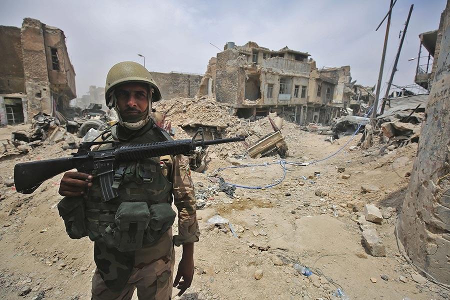 預計伊拉克部隊再有幾個小時就能夠從IS手中完全收復摩斯爾。伊拉克軍事發言人說,IS的防衛線正在崩潰。(AHMAD AL-RUBAYE/AFP/Getty Images)
