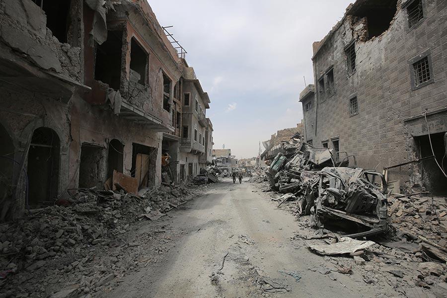 聯合國周四(7月6日)公佈的衛星圖像顯示,老城區數千座建築被損,有近500座建築物被毀掉。(AHMAD AL-RUBAYE/AFP/Getty Images)