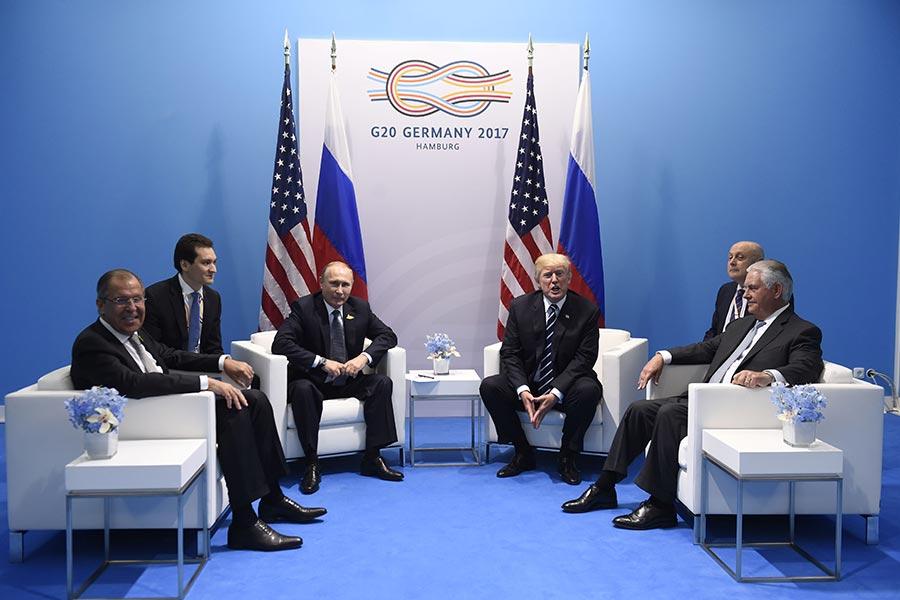周五(7月7日),特朗普與普京在G20峰會上進行首次會面。兩位元首原計劃三四十分鐘的會議,結果持續了140分鐘。(SAUL LOEB/AFP/Getty Images)