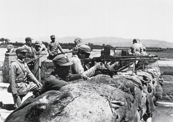 圖為國民革命軍第二十九軍在1937年抵抗日軍的入侵。(Wikimedia Commons)