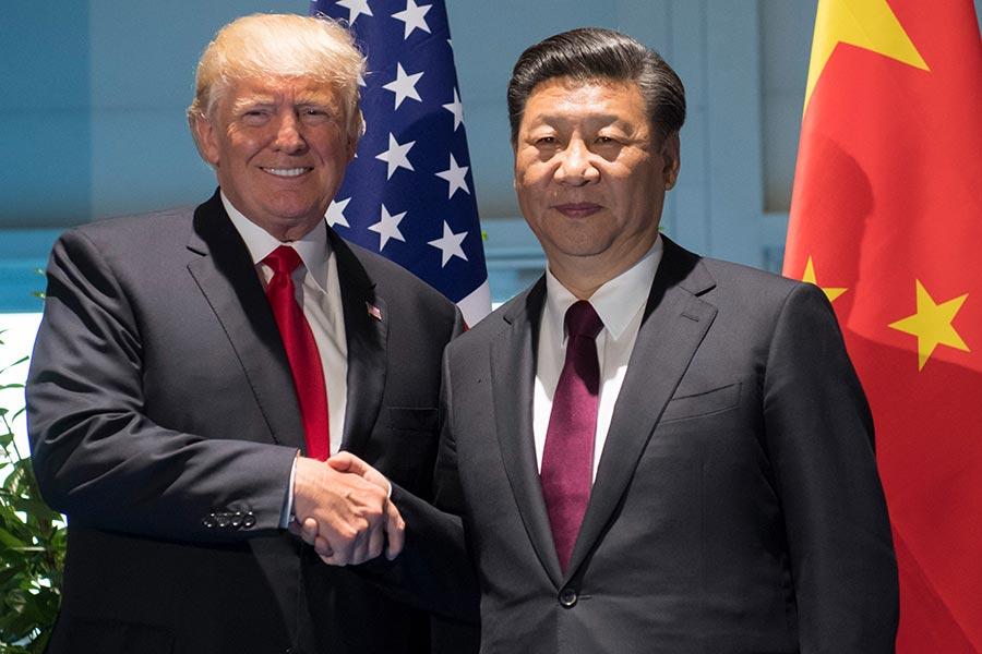 周六(7月8日)在二十國集團峰會(G20)會議結束之後,美國總統特朗普和習近平會面。(SAUL LOEB/AFP/Getty Images)