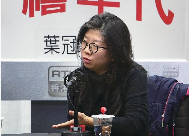 「藝界起動」發言人、編劇莊梅岩表示,政府的回應未能釋除藝術界的疑慮,擔心政府會否進一步干預,影響創作自由。(蔡雯文/大紀元)
