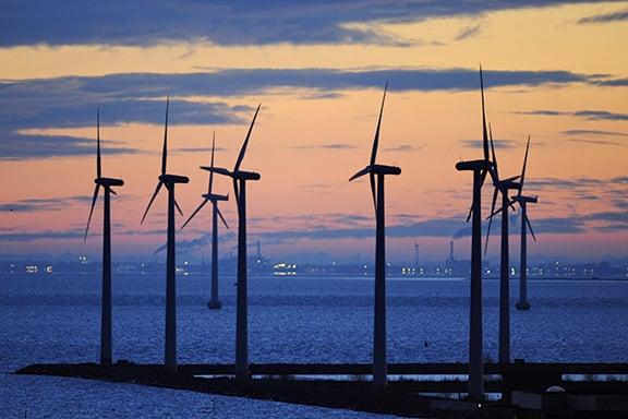 美國去年公用事業規模總發電量逾六成來自風力和太陽能。(Getty Images)