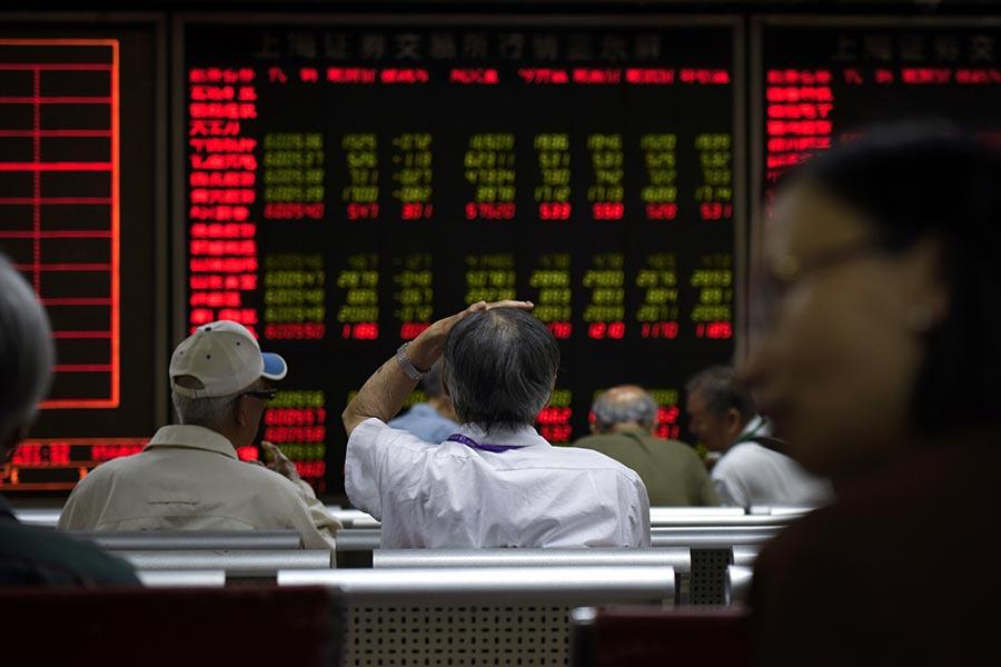 中共十九大結束之後,大陸9萬億美元的債市大跌。(WANG ZHAO/AFP/Getty Images)