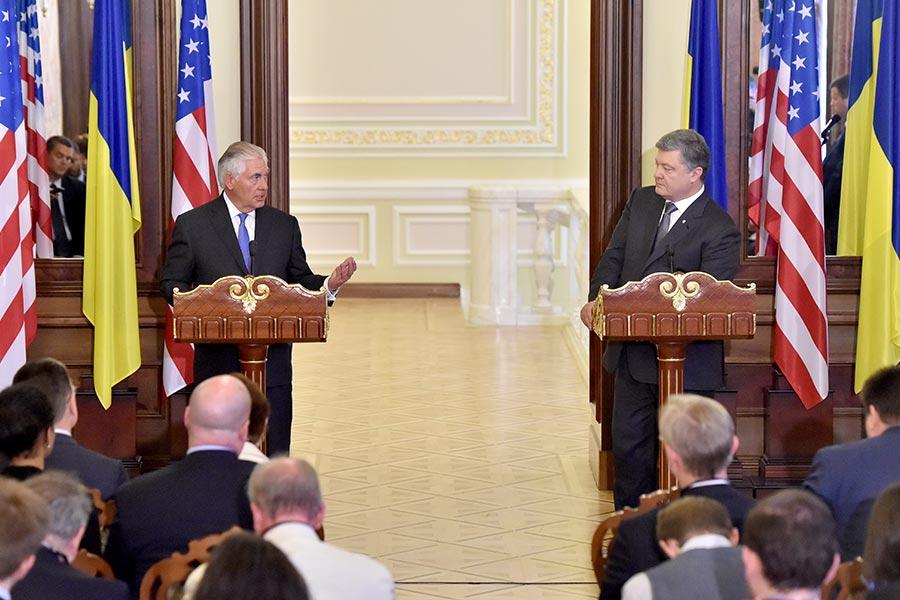 美國務卿蒂勒森周日(7月9日)對烏克蘭進行首次正式訪問。(SERGEI SUPINSKY/AFP/Getty Images)