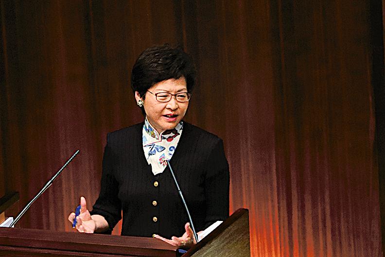 7月5日,林鄭月娥在首場立法會答問大會上,林鄭公佈新增50億元教育經常開支。(大紀元資料圖片)