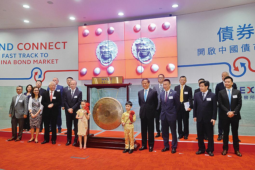 港交所推出新黃金期貨,10日舉行首日開市議式。(宋碧龍/大紀元)