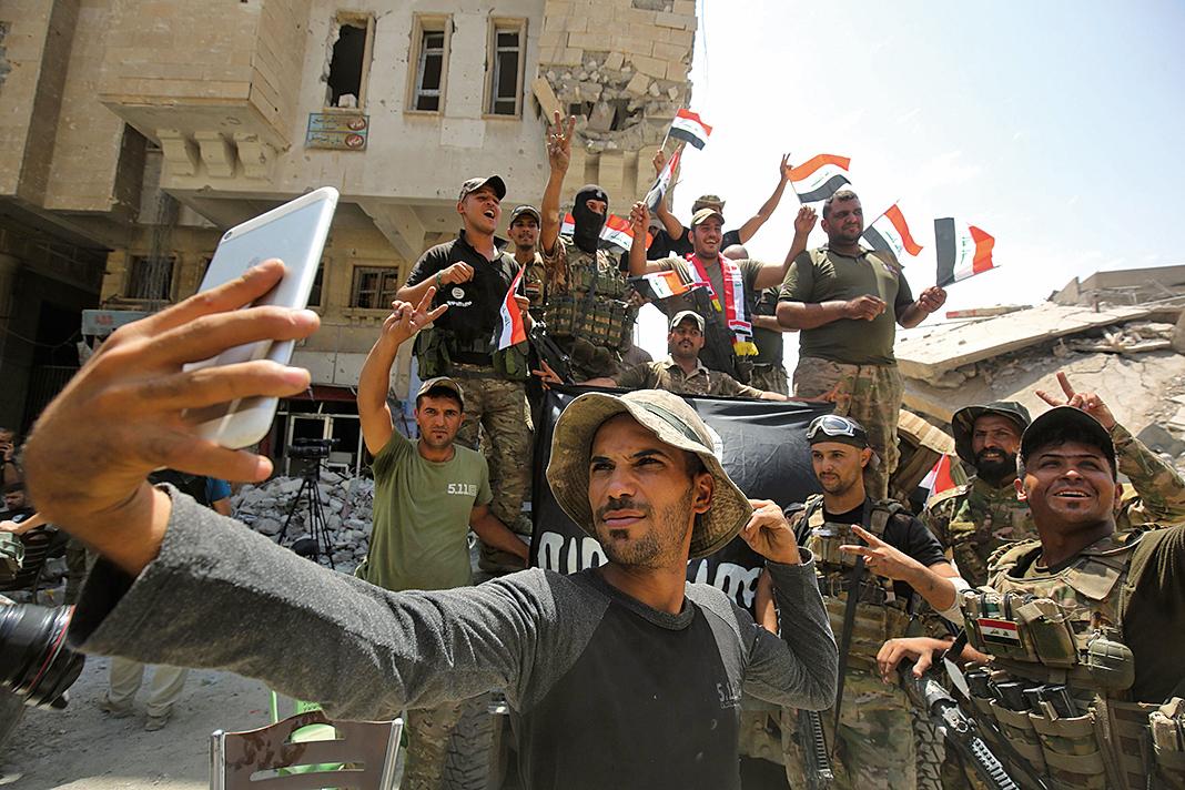 伊拉克總理阿巴迪(Haider al-Abadi)周日(7月9日)宣佈,長達8個月的摩蘇爾打擊伊斯蘭國(IS)戰爭取得了最終的勝利。(AFP)