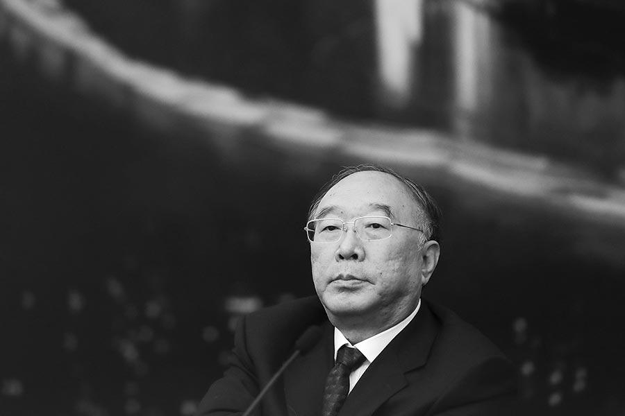 中共官媒報道中,有篇文章同時點名了重慶原市長黃奇帆與上海原市長楊雄。圖為黃奇帆。(Lintao Zhang/Getty Images)