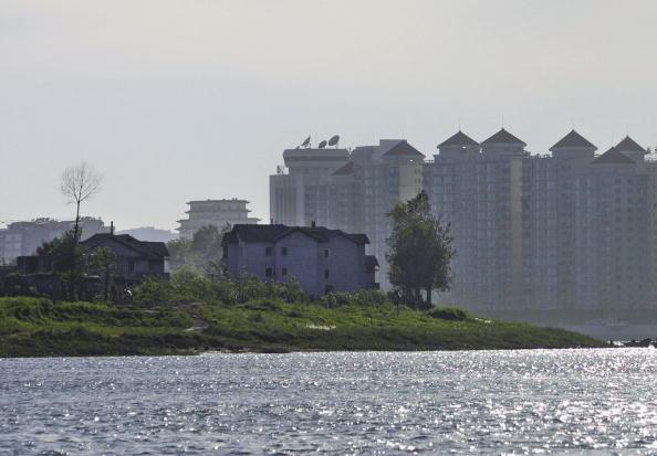 中朝兩國交界的鴨綠江﹐對岸是遼寧省丹東市。(Getty Images)