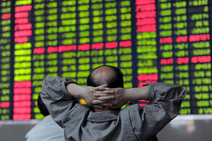 中共十九大將在10月18日舉行。據報道,為確保股市穩定,中共證券監管部門已採取措施,要求幾家大型券商的負責人在這期間確保市場的穩定。 (STR/AFP/Getty Images)