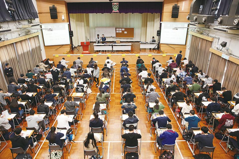 陳美齡表示用DSE考試來承認學生過往12年讀書的成績,很不公平。(資料圖片)