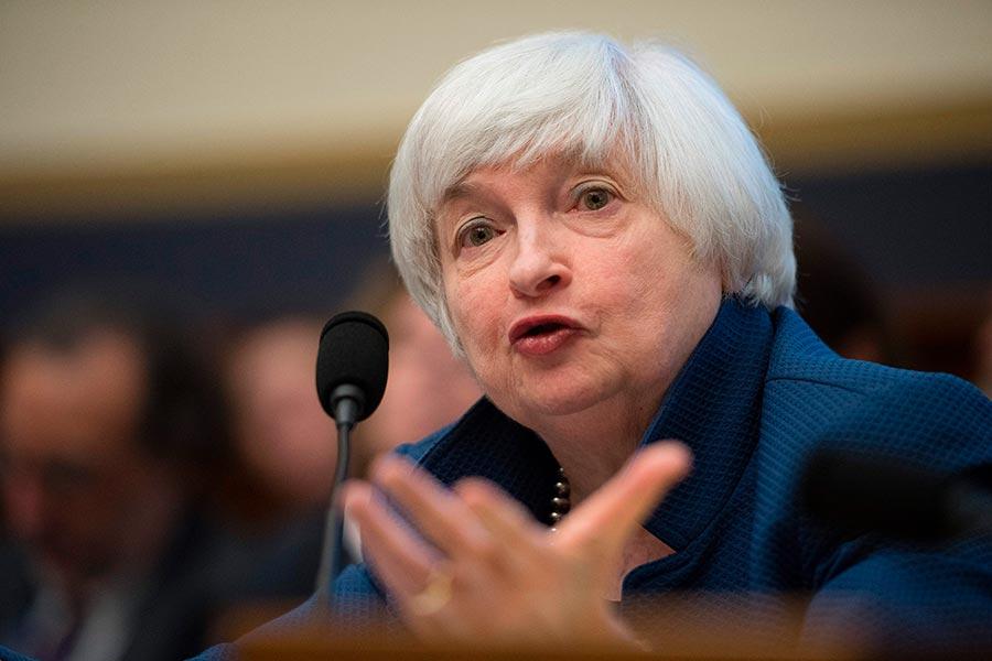 美聯儲主席耶倫周三上午出席國會聽證會,她看好美國經濟,美三大股指齊步應聲上揚。(JIM WATSON/AFP/Getty Images)